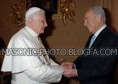 [تصویر: Pope-Benedict-XVI-and-Freemason-Shimon-P...tican1.jpg]